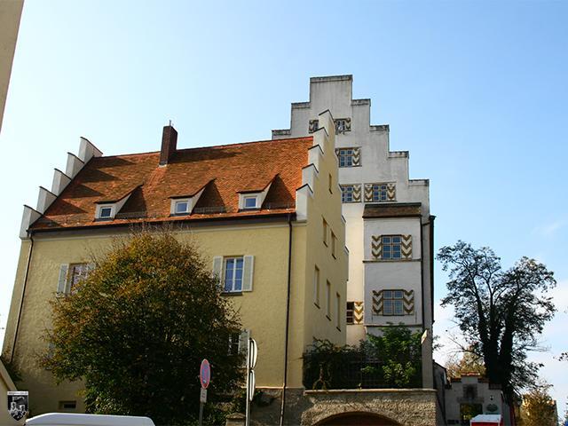 Burg Wasserburg - Im Vordergrund sieht man das Amtsrichterhaus. Dahinter steht das Herzogliche Schloss.