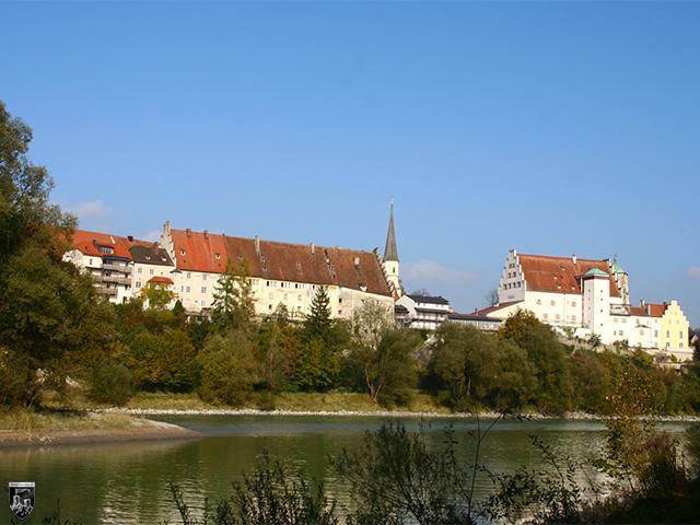 Eindrucksvoll thronen Stadt und Burg Wasserburg in einer romantischen Innschleife auf einem Berg.