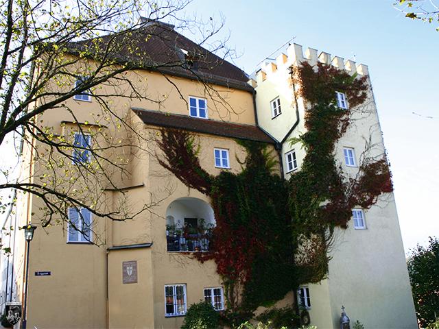 Burg Wasserburg - Von der Vorburg haben sich Reste wie dieser Turm erhalten.