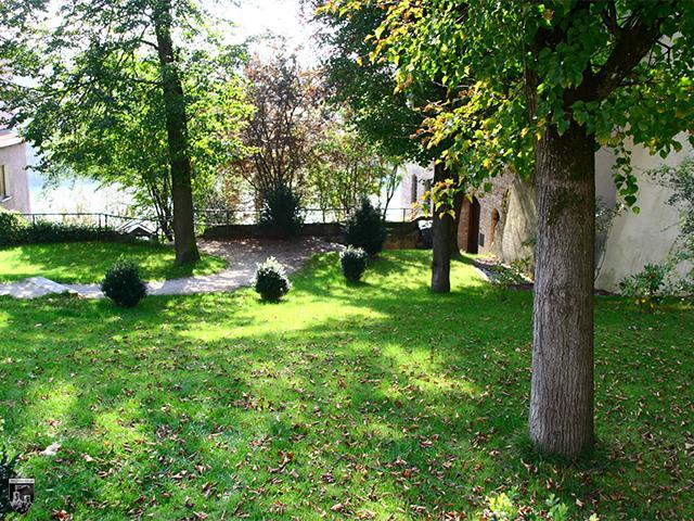 Burg Wasserburg - An dieser Stelle verlief einst ein mächtiger Graben, der Stadt von Burg trennte.