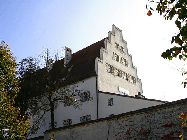 Burg Wasserburg - Blick vom ehemaligen Zwinger auf das Schloss der Kernburg. Rechts daneben stand einst der mächtige Bergfried.