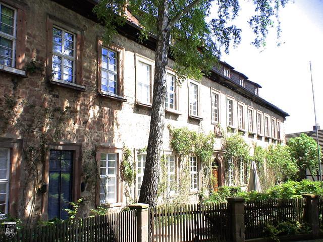 Burgenstadt Schlitz - Die Ottoburg ist ein großer, rechteckiger Bau mit Türmen zur Stadtmauer hin.