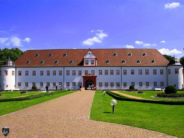 Vorderes Schloss Heusenstamm, Schloss Schönborn in Hessen