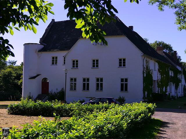 Burg Klevenow - Die Hälfte der Burg wurde anscheinend für den Schlossbau abgerissen.
