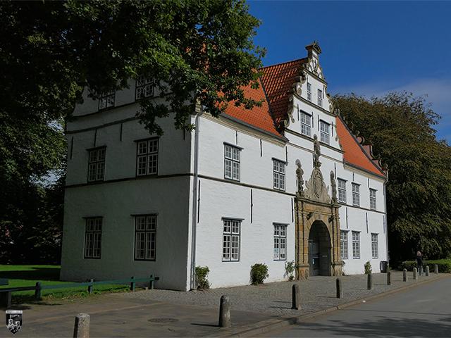 Schloss vor Husum - Das sehr schöne Torhaus gibt einen Eindruck, wie Schloss Husum vor den zahlreichen Veränderungen ausgesehen haben muss.