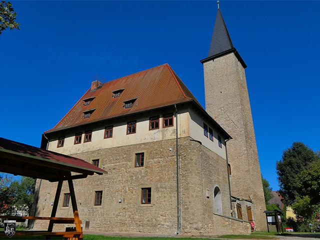 Wasserburg Niederroßla - Die Kernburg ist eine Zusammensetzung aus Gebäuden, die einen kleinen Innenhof einrahmen.
