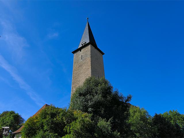 Wasserburg Niederroßla - Der mächtige Bergfried ist nicht nur das höchste Gebäude der Gemeinde. Er ist auch der höchste Bergfried Deutschlands.