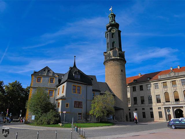 Das Schloss Weimar und die Reste der alten Burg Hornstein stehen noch heute direkt nebeneinander.